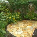 自然石の園路とテラス
