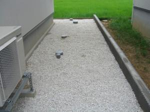 砂利とブロック