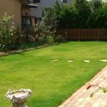広々な芝生のイングリッシュガーデン