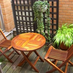 ガーデンファニチャーと黒竹