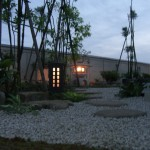 夜の露地庭