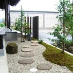 玄関横の飛石