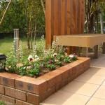 ベンチと花壇