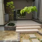 タイルテラスの中庭